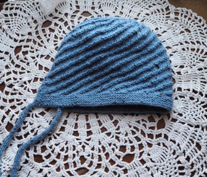 Бебешка шапка и триъгълен шал за прабаба му